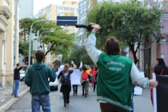 Foto Luiza Manifestação .jpg Parada da Rua.jpg eu e a pedagogia da uergs