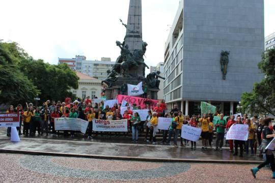 Foto Luiza Manifestação .jpg Todos.melhor