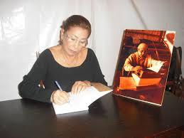 Maria Isabel Scalco autografa Livro sobre Silva Rillo