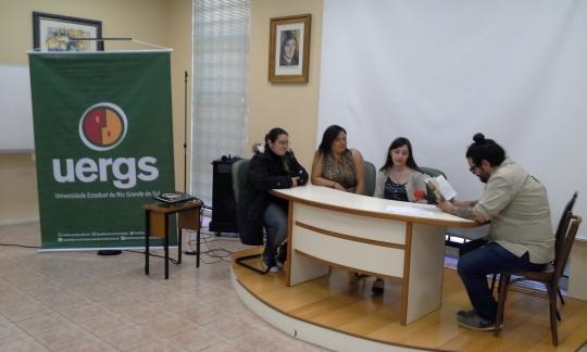 Bernardo Mendes e as colegas de Letras no RPG dos 300 Onças