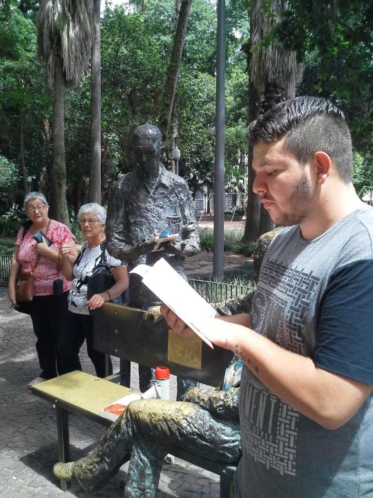 DIA DO LEITOR POA - Éderson Gustavo - DCE Uergs
